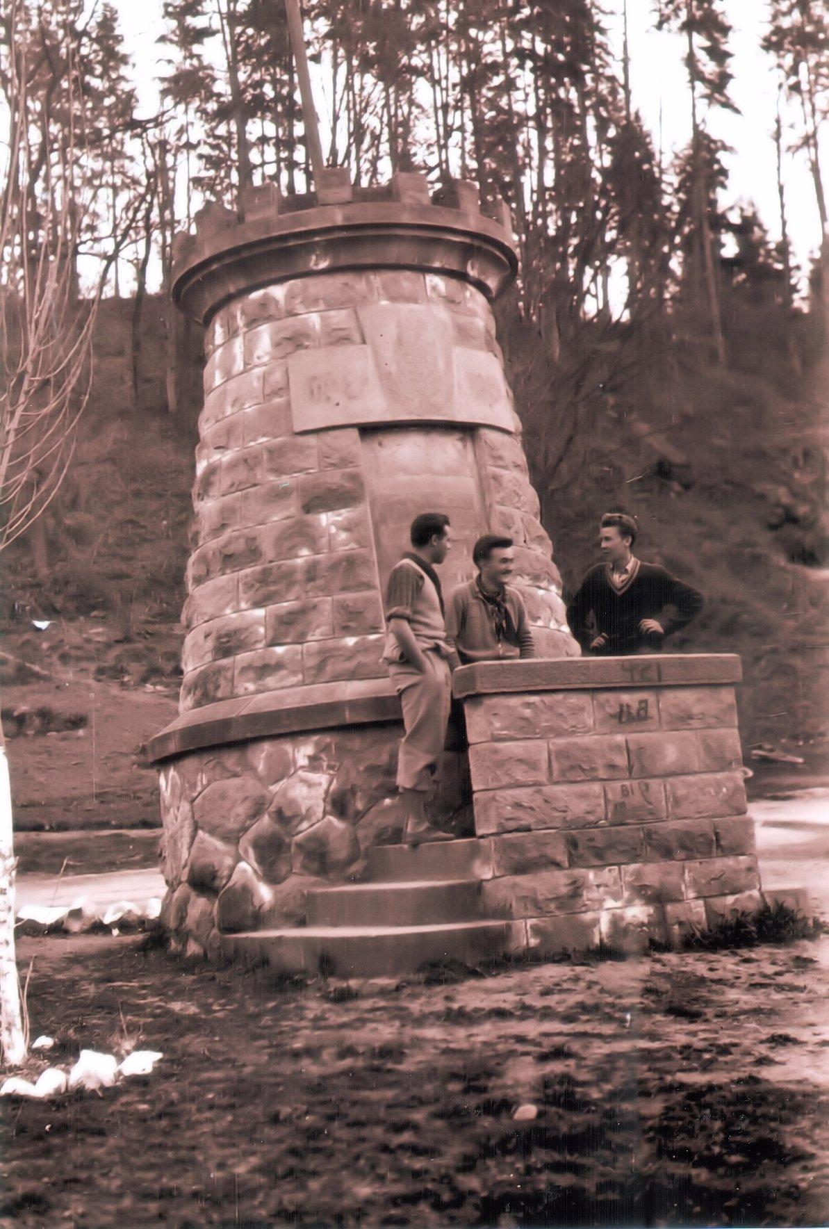 emlekmu-malnasfurdon-1954